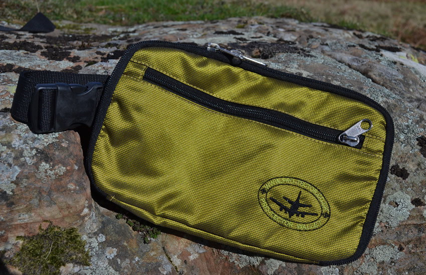 travel-pouch-electric-green